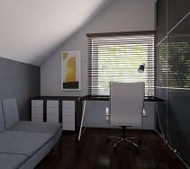Wygodne duże biurko z jasnym krzesłem do pracy umieszczone przy oknie z dostępem do naturalnego światła.