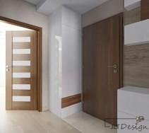 Jasny korytarz w aranżacji z kontrastującymi drzwiami.