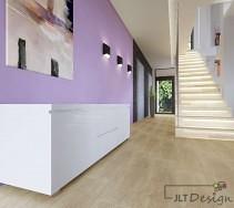 Fioletowy pomysł na ścianę w korytarzu