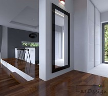 Salon otwarty na kuchnie z drewnianą podłogą