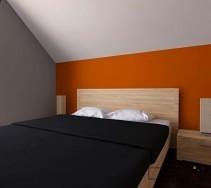 Pomarańczowa ściana w jasnej sypialni