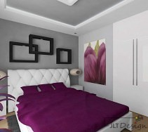 Białe łóżko z pikowanym wezgłowiem i fioletowymi dodatkami