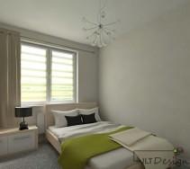 Duże, łoże małżeńskie tuż pod oknem na tle białej ściany sypialni z akcentem na intensywną zieleń.