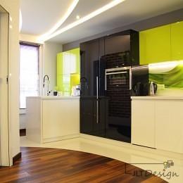 Kuchnia, z połączeniem 3 kolorów: bieli czerni i limonki