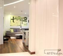 Białe lakierowane panele na ścianach