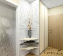 Przestronny korytarz wzbogacony o trzy narożne półki i szary wazon na tle ściany o pięknej fakturze.