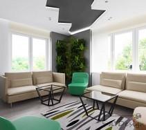 Łamany sufit w salonie zakończony zieloną ścianą z roślin
