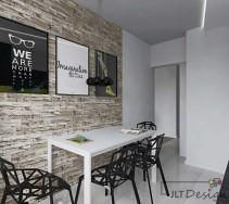 Nietypowy pomysł na wnętrze kuchni - kontrast bieli i czerni oraz oryginalne dodatki w postaci obrazów