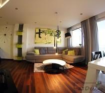 Drewniana podłoga w jadalni i salonie